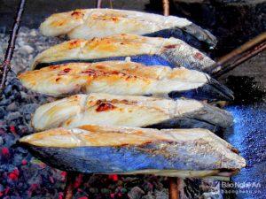 Bí quyết nướng cá thu độc đáo ở làng nghề Nghi Thủy, thị xã Cửa Lò – Nghệ An