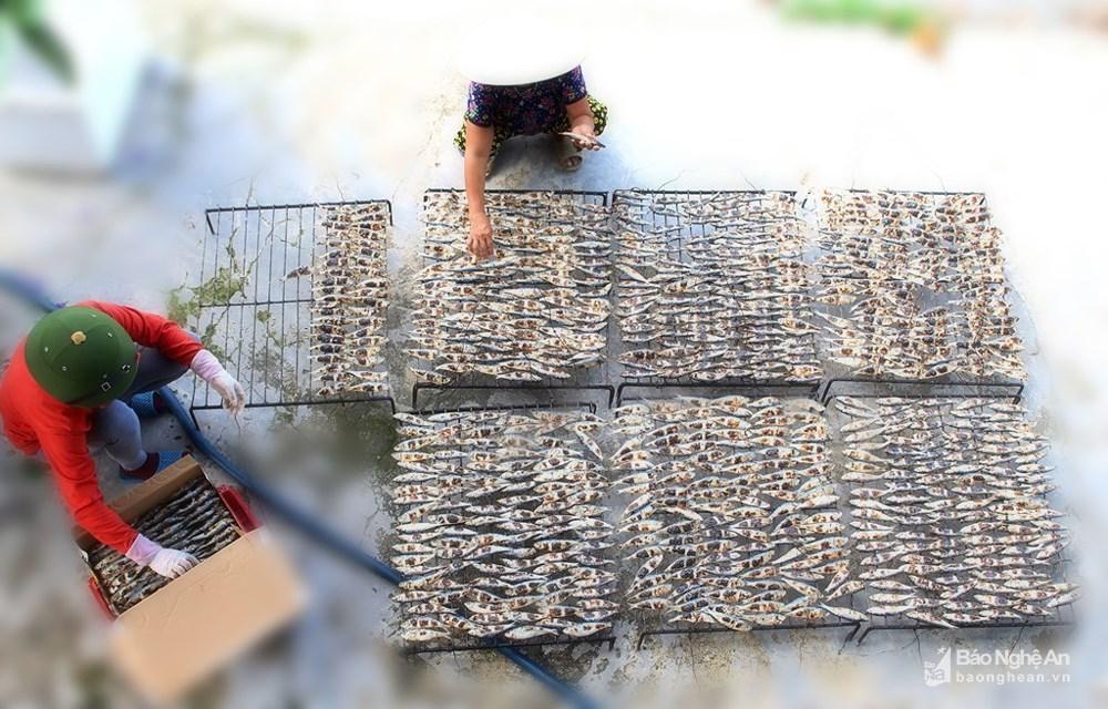 ngư dân nướng cá