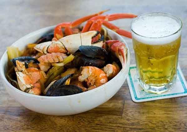 không uống bia cùng hải sản